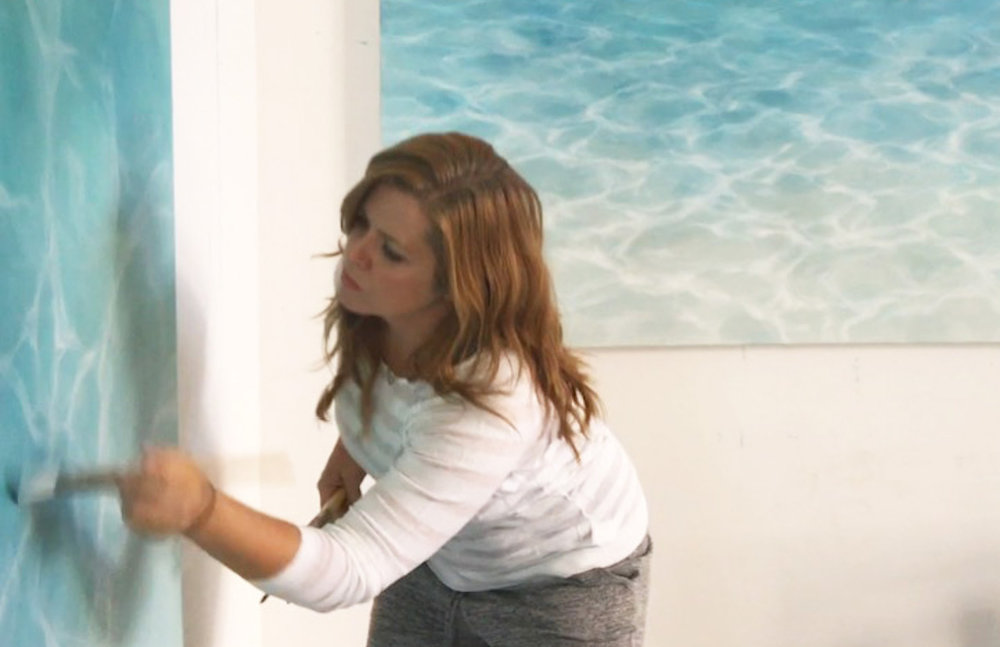 One of UGallery's newest artists, Laura Browning painting.