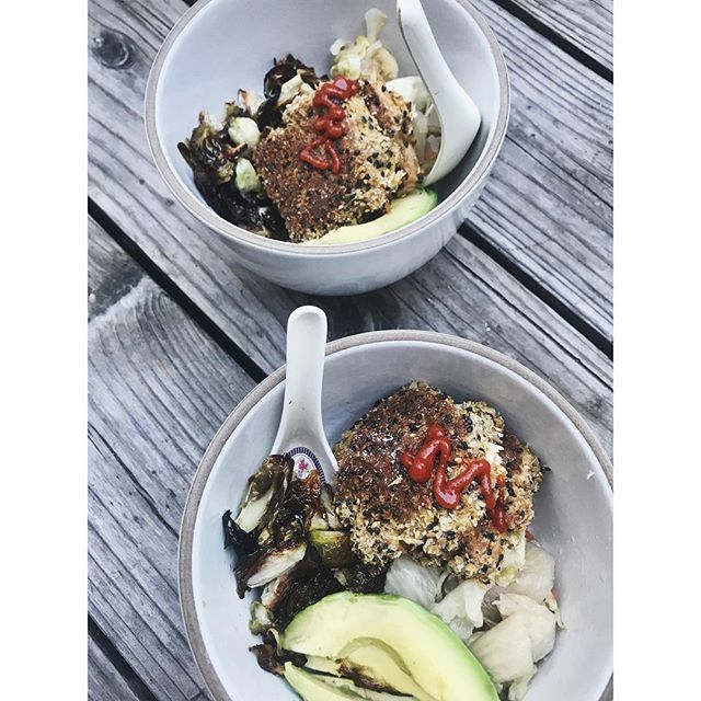 Crispy Sesame Tofu Bento Bowl, with Futakaki Brussels Sprouts, White Kimchi & Avocado || All in the name of @meatlessmonday #reducemeatconsumption #balanceddiet #eatrealfood #healthydinner