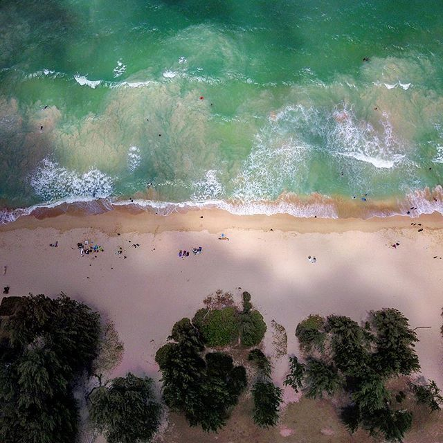When the sun and clouds won't cooperate. UGH! Bummer. Should've gotten there 20 minutes prior. Waimanalo Beach, Hawaii #timingiseverything #dronephotography #drone #dji #djimavicpro #justmissedit #photofail #fail #damnclouds #notquiteright #waimanalobeach #hawaii