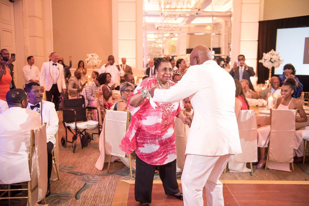 Wedding-in-St-Regis-Hotel,-Courtney-&-Less-0146.jpg