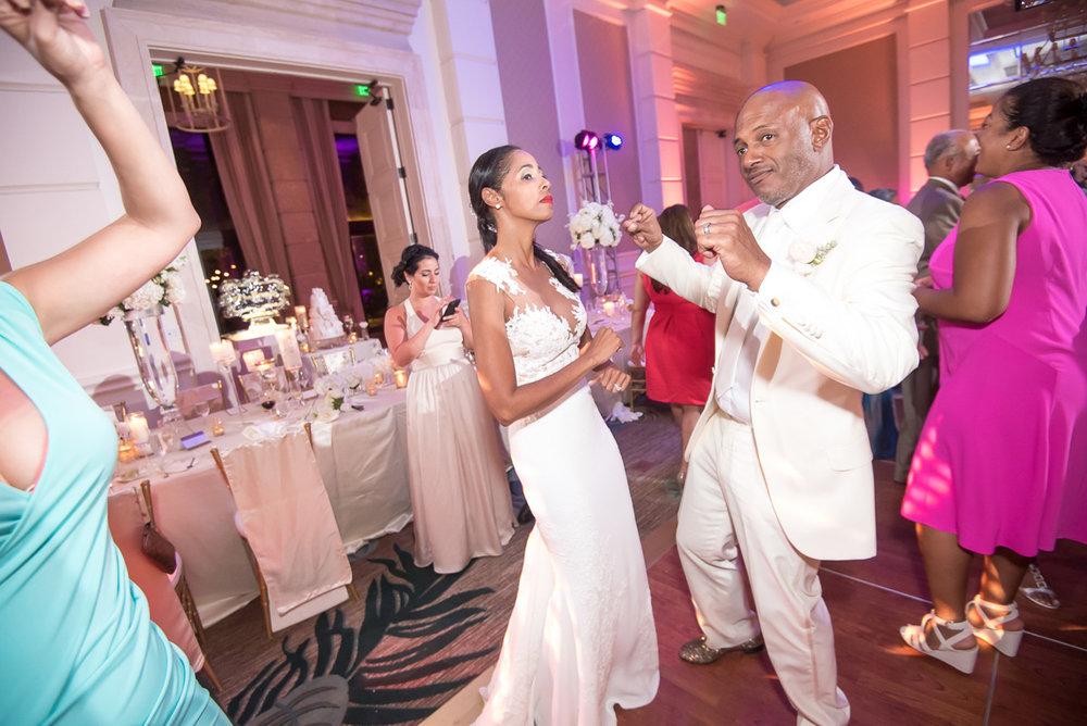 Wedding-in-St-Regis-Hotel,-Courtney-&-Less-0148.jpg