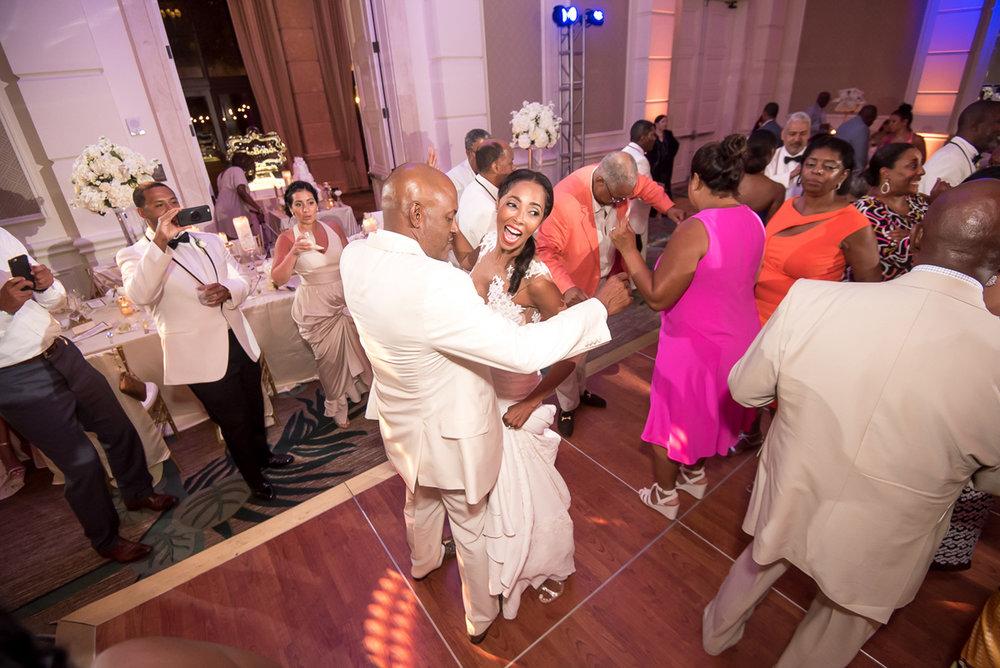 Wedding-in-St-Regis-Hotel,-Courtney-&-Less-0155.jpg