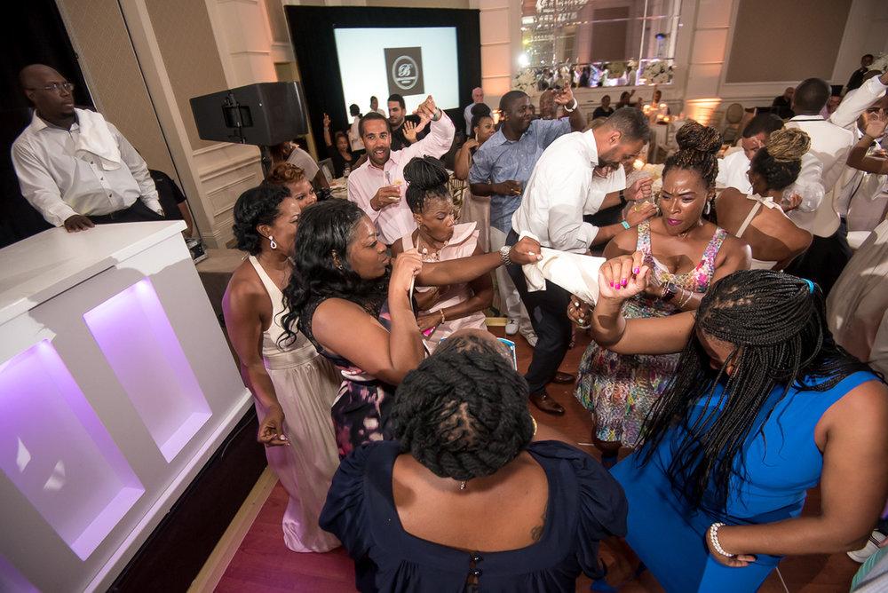 Wedding-in-St-Regis-Hotel,-Courtney-&-Less-0172.jpg