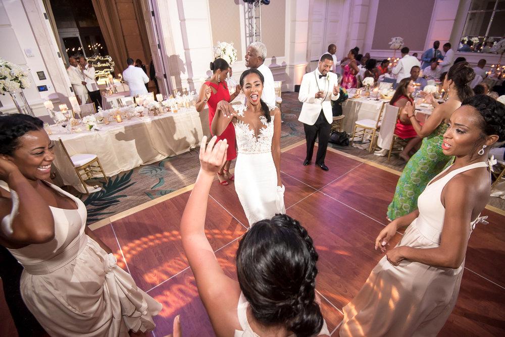 Wedding-in-St-Regis-Hotel,-Courtney-&-Less-0192.jpg