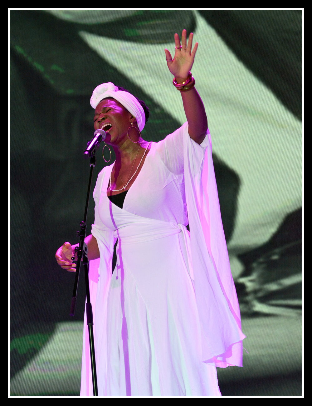 India Arie. PHOTOS: BILL HART