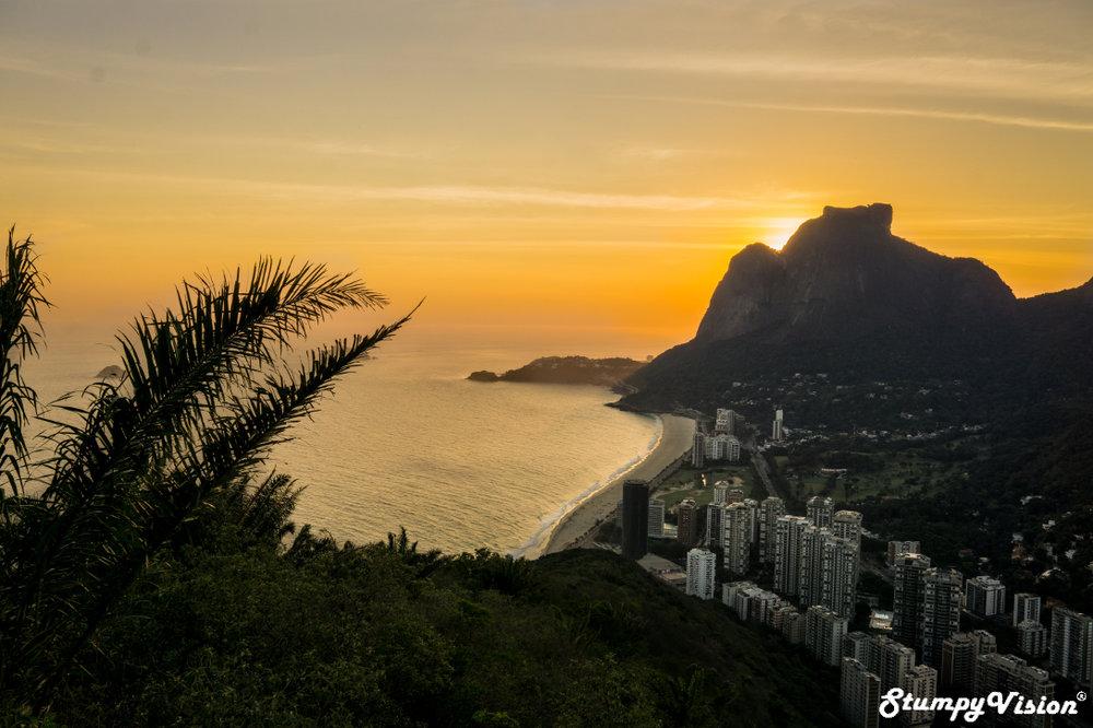Praia de São Conrado , 10 mintues walk from Rocinha, is the Favela life really that bad?