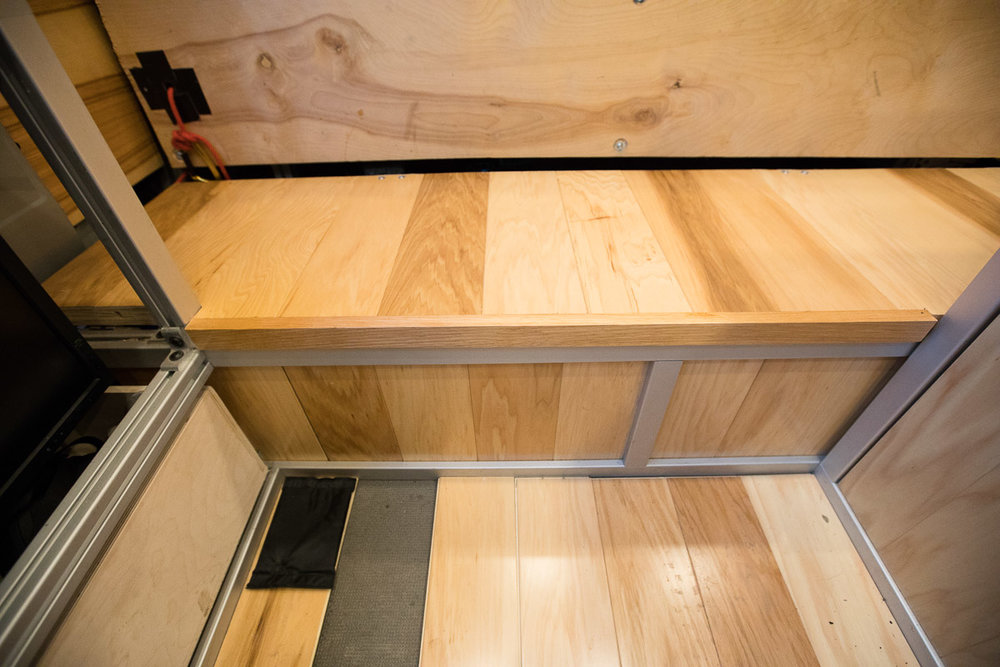 Thats better. You can see the hickory flooring dado'd into the 80/20 slots. Weird flooring is temporary.