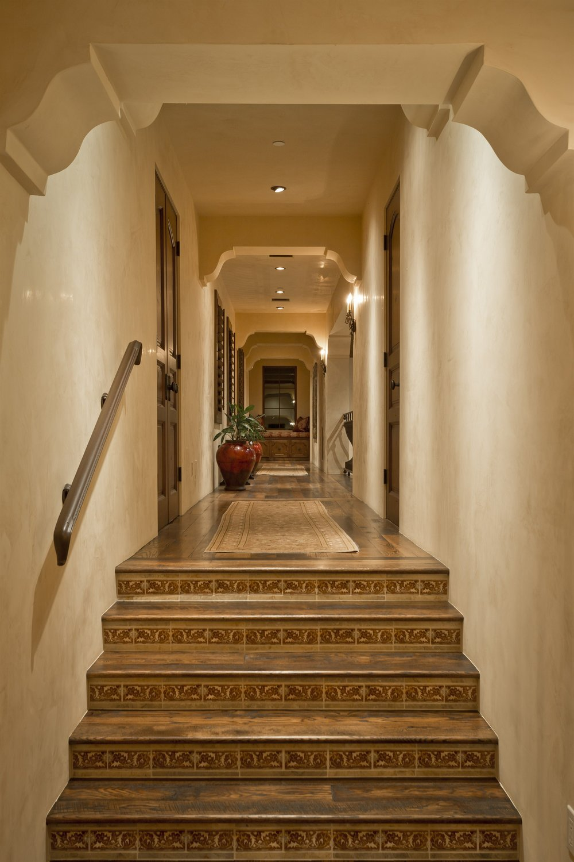 021_Hallway.jpg