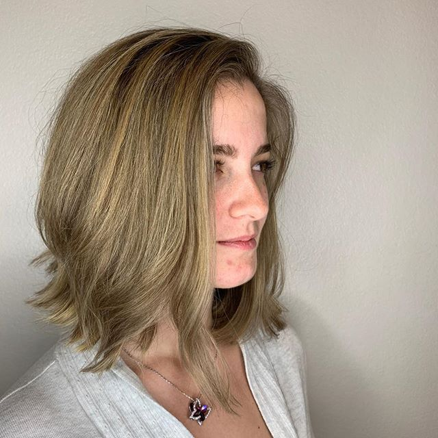 This transformation Kristin did is CRAZY beautiful!! This girl cut a TON of inches off and @krisbly lightened her up perfectly👏🏽🙌🏽 Soo beautiful!!!💛💛💛 //• • • • • • #foilayage #balayage #transformation #scvstylist #scvsalon #haircare #hairlove #davines