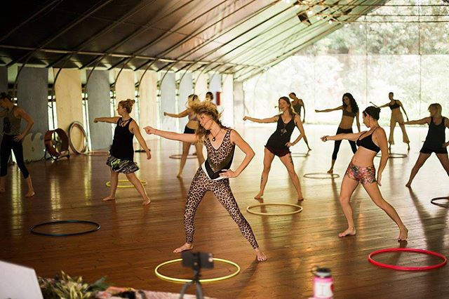 We loved having Hoopdance Teacher Morgan Jenkins @missmojangles rock the house teaching Hoopography at In-Depth @hawaiihoopretreats 2018 ✨ ✨ 📷 by @natvonphoto ✨ ✨ In-Depth Hawaii Hoopdance Retreat Produced by @thehulahoopgirl ✨ ✨ ✨ #hawaiihoopdance2018 #HawaiiHoopDance #InDepthHawaiiHoopDanceRetreat #TheHulaHoopGirl #DanceInTheCenterOfYourJoy #JoyAdvocate #JoyReplenishment #SelfCareThroughBodyPlay #Hawaii #Kalani #Hoopers #Hooping #HulaHoop #Hoops #Hoopersofinstagram #ILoveHulaHoooing #SelfCare #ILoveHulHooping #RhythmAndFlow #Joy #SomaticExperincing #BodyPlayAndCourage #RhythmEmbodied #Hoopography #MissMoJangels #MorganJenkins #flow #FlowWithGrace #EmpoweredWomenDance #EmpoweredWomenHoopDance