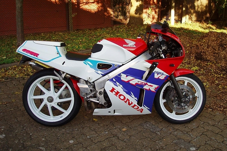Honda VFR400R   With its dual headlights, single-sided swing-arm, and V-four engine, this is by far the sexiest 400cc on the block!