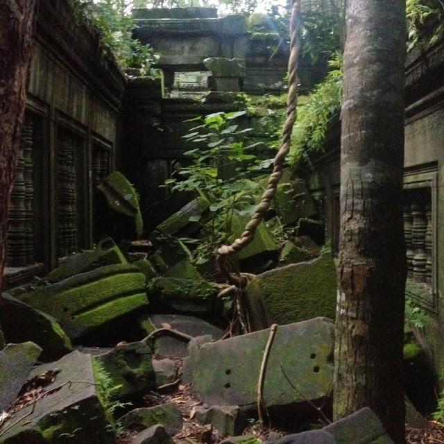 crumbling ruins beng mealea temple at angkor wat siem  reap cambodia