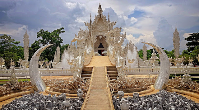 the White Temple in Chiang Rai thailand
