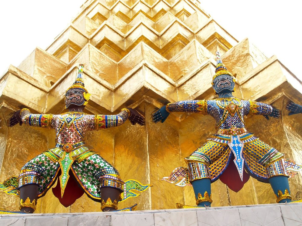 thai statue supports golden building