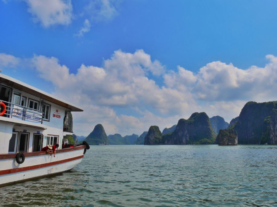 cruising in Ha Long Bay