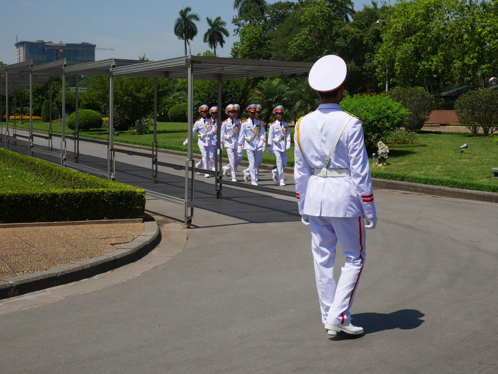 uniformed guards marching at the mausoleum