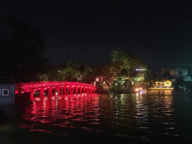 19.05 is Ho Chi Minh day!🎉🎉 I enjoyed walking around Hoan Kiem Lake, and see the shows, people come out and have some activities. It's was great to be able to join this special day and see how they celebrate the birthday of the father of the country of 🇻🇳 .😊🙏🏻🐢 . . #hanoi #vietnam #hochiminh #bridge #temple #lake #celebration #hoankiemlake #light #nightlife #travel #blogger #instravel #travelblogger #wanderlust #asia #nomad #vietnamtravel #explore #girlswhotravel #travelphotography