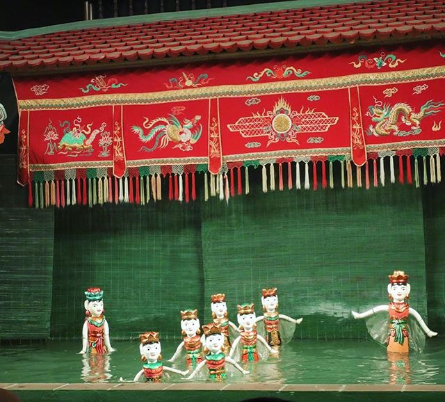 #Hanoi 🇻🇳 #WaterPuppet show near #hoankiemlake in the #OldQuarter. This ancient show was traditionally performed as entertainment in rice fields, and is still performed in a pool of water on stage. 👯‍♀️💃🏻 . . . #vietnam #travel #culture #instagood #travelphotography #puppetshow #hanoi #instatravel #blogger #fun #wanderlust #explore #traveler #show #amazing