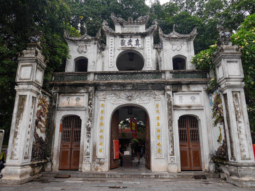 quan tranh temple gate hanoi