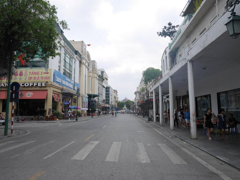 Bookshops nera Hoan Kiem Lake, Hanoi's Old Quarter