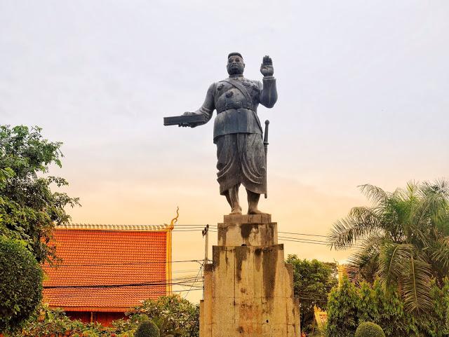 statue of King Sisavang Vong (1904–1959)