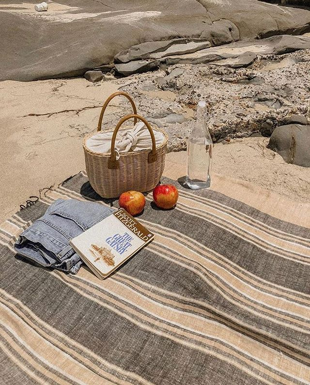 Books on the beach... Bout that time 💕 via @inmyblondelife #missread . . . . . . #books #bookstagram #whatimreading #mustread #beautyandbrains #bookreview #bookreviewer #hardback #paperback #newbook #readingissexy #holidayread #novels #coffeetablebook #girlboss #girlbossinspiration #bookchat #bookclub #bookshop #tellme #whatyoureading #newmonth #spring #windowshopping #bookshop #beach #beachread