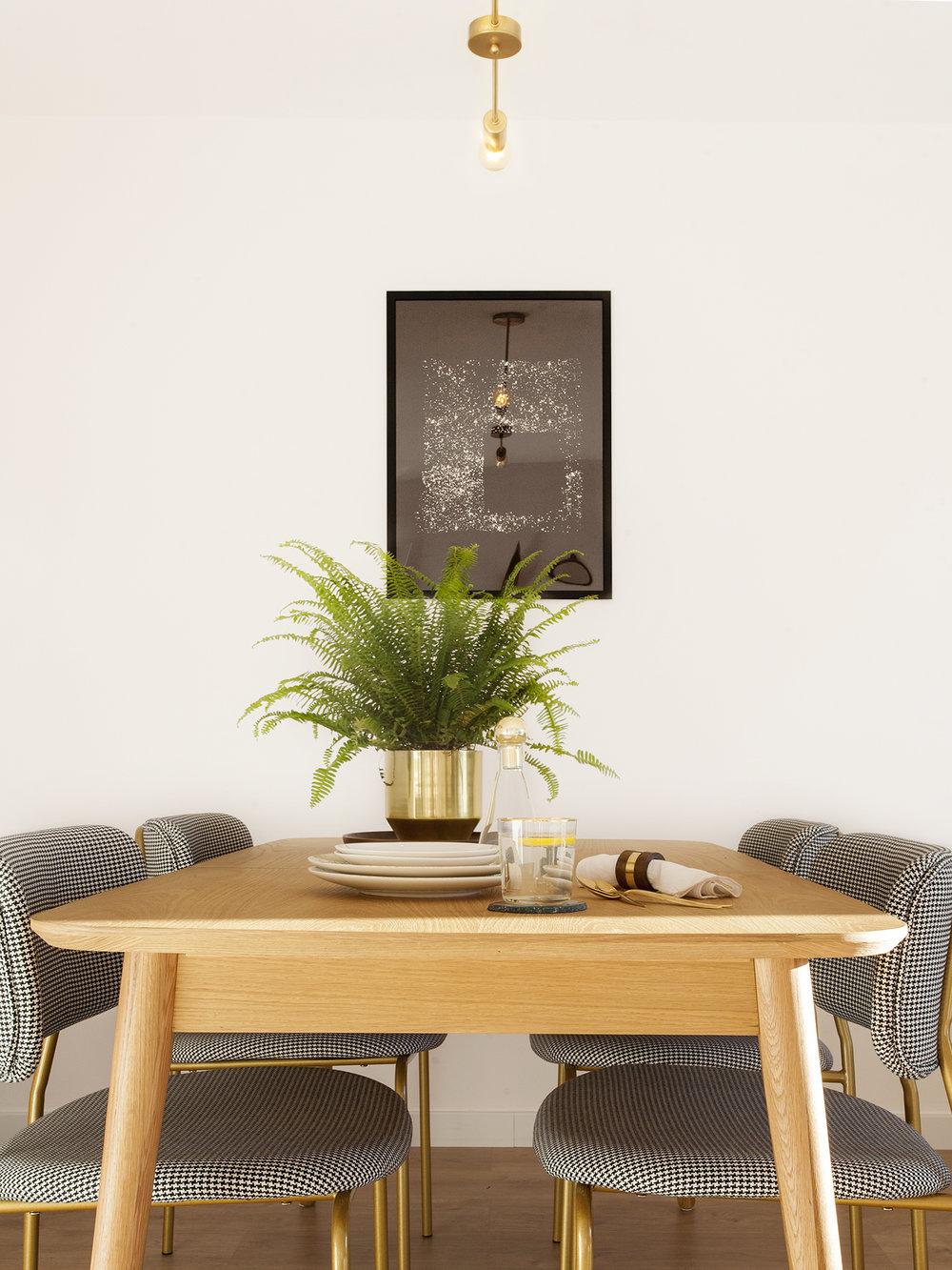 NUESTROS SERVICIOS - • Asesoría• Interiorismo 'Express'• Full ServiceNos focalizamos en viviendas residenciales y turísticas aprovechando al máximo de nuestro talento y dinámica.Diseñamos también mobiliario y hacemos un 'rescate creativo' de tus piezas preferidas.