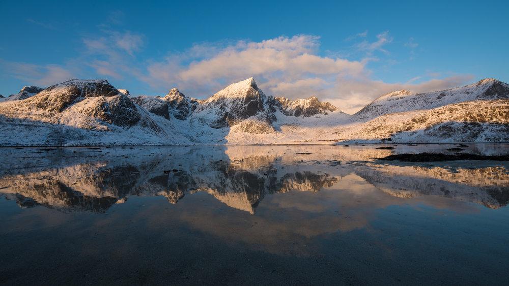 Soloppgang i Lofoten. ©Bjørn Joachimsen.