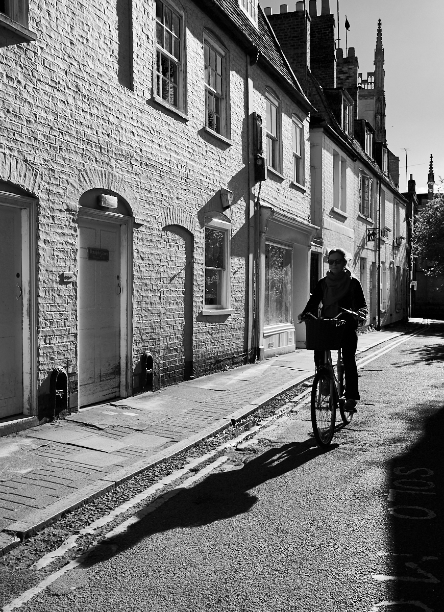 Lady cyclist1600x1200 sRGB.jpg