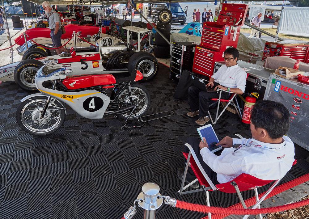 Honda garage 1600x1200 sRGB.jpg
