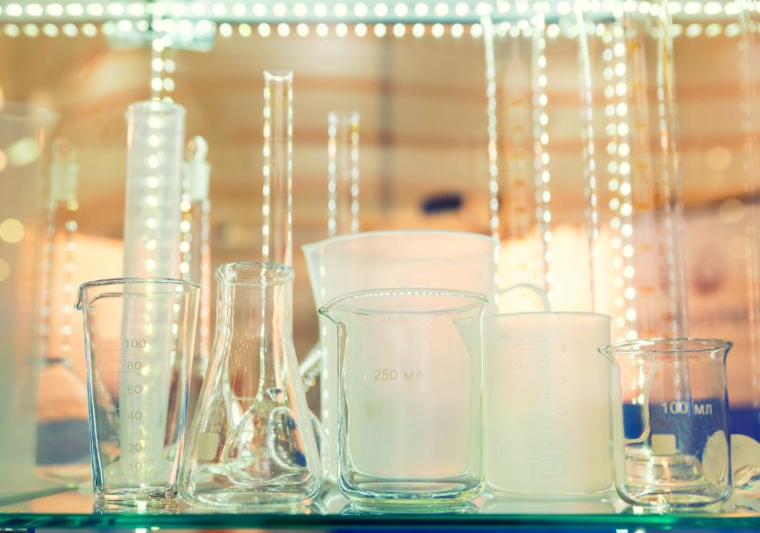 flasks-and-test-tubes-PXQWUU8.jpg