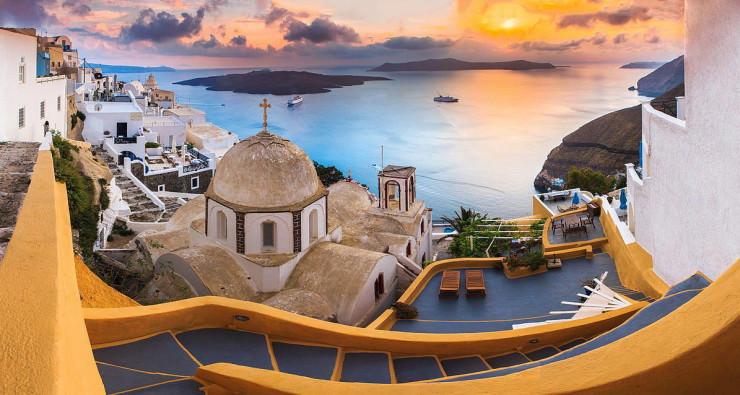 Top-10-Greek-Towns-Oia-Photo-by-Gleb-Tarro.jpg