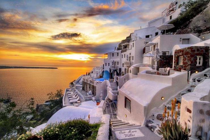 Top-10-Greek-Towns-Oia3-740x493.jpg