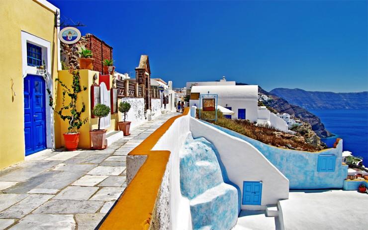 Top-10-Greek-Towns-Oia4-740x463.jpg