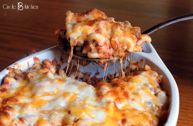 Baked mac and cheese with ground meat