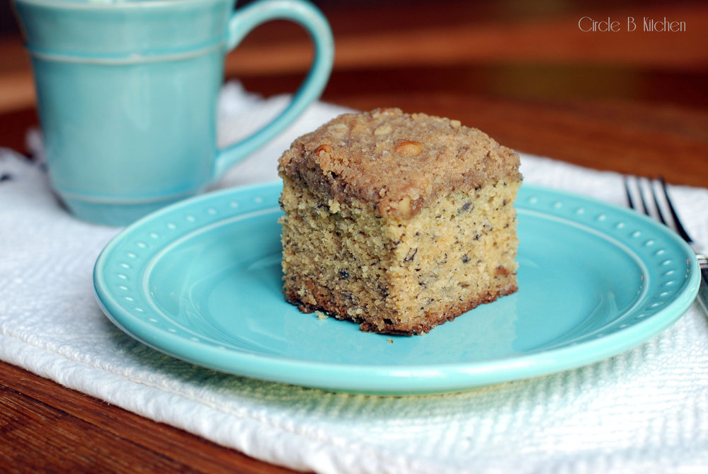 Banana breakfast crumb cake