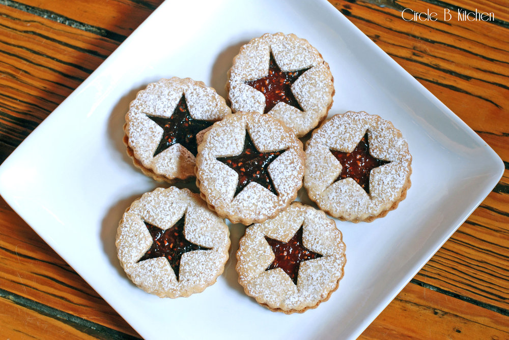 Raspberry-nutella holiday linzer                                  cookies