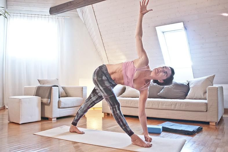 Yoga-Geneve-Geneva-INNERCITYOGA-Studio-Founder-Ioana-Pop-Home-Practice-2.jpg