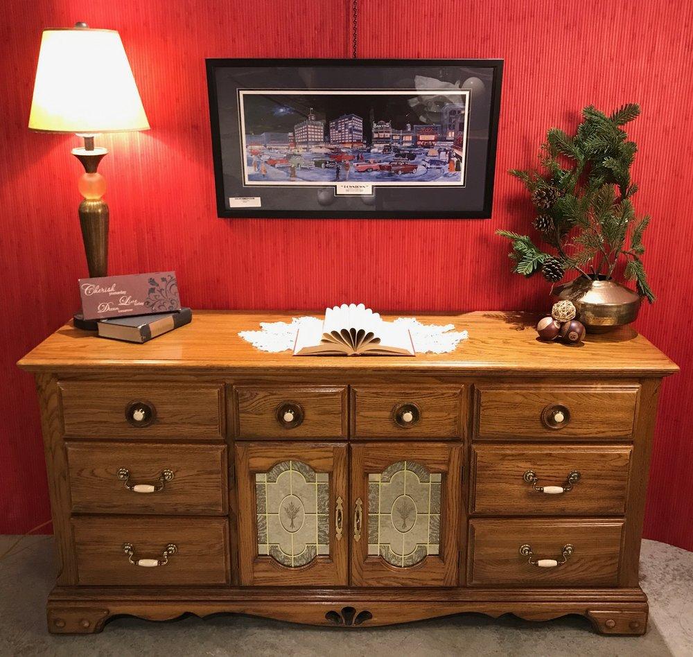 Dresser with Mirrored Doors     C0929  -  20165