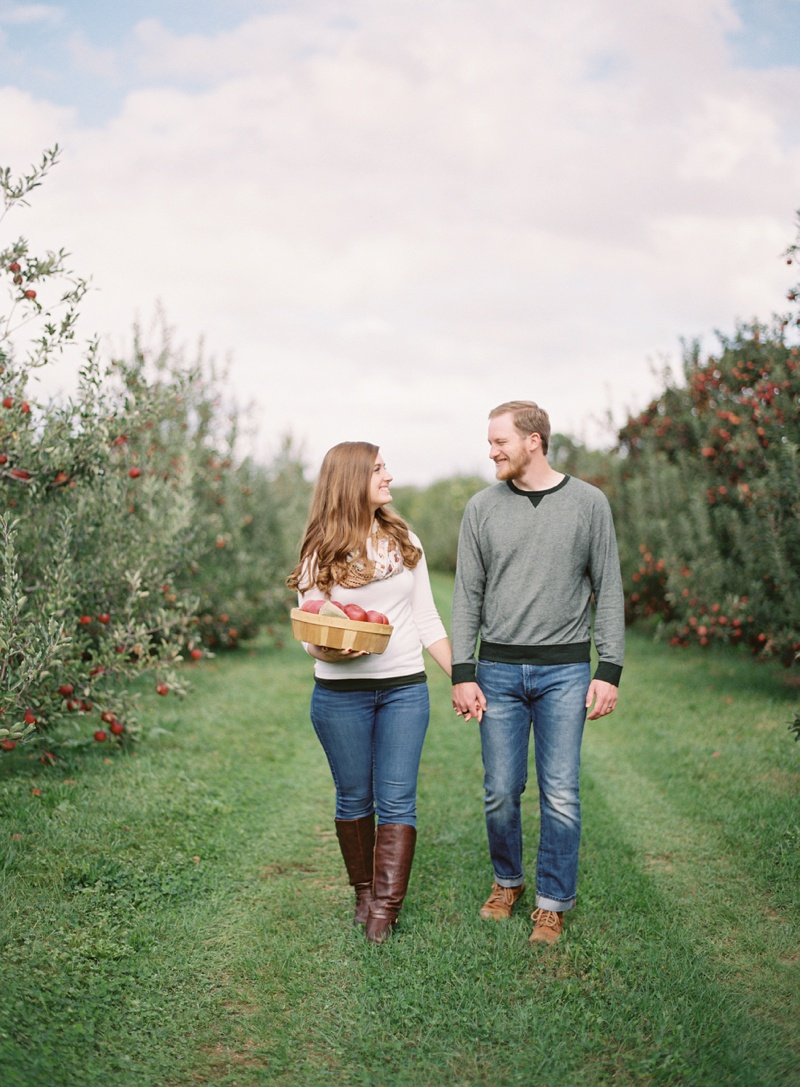appleorchard_engagement_3.jpg