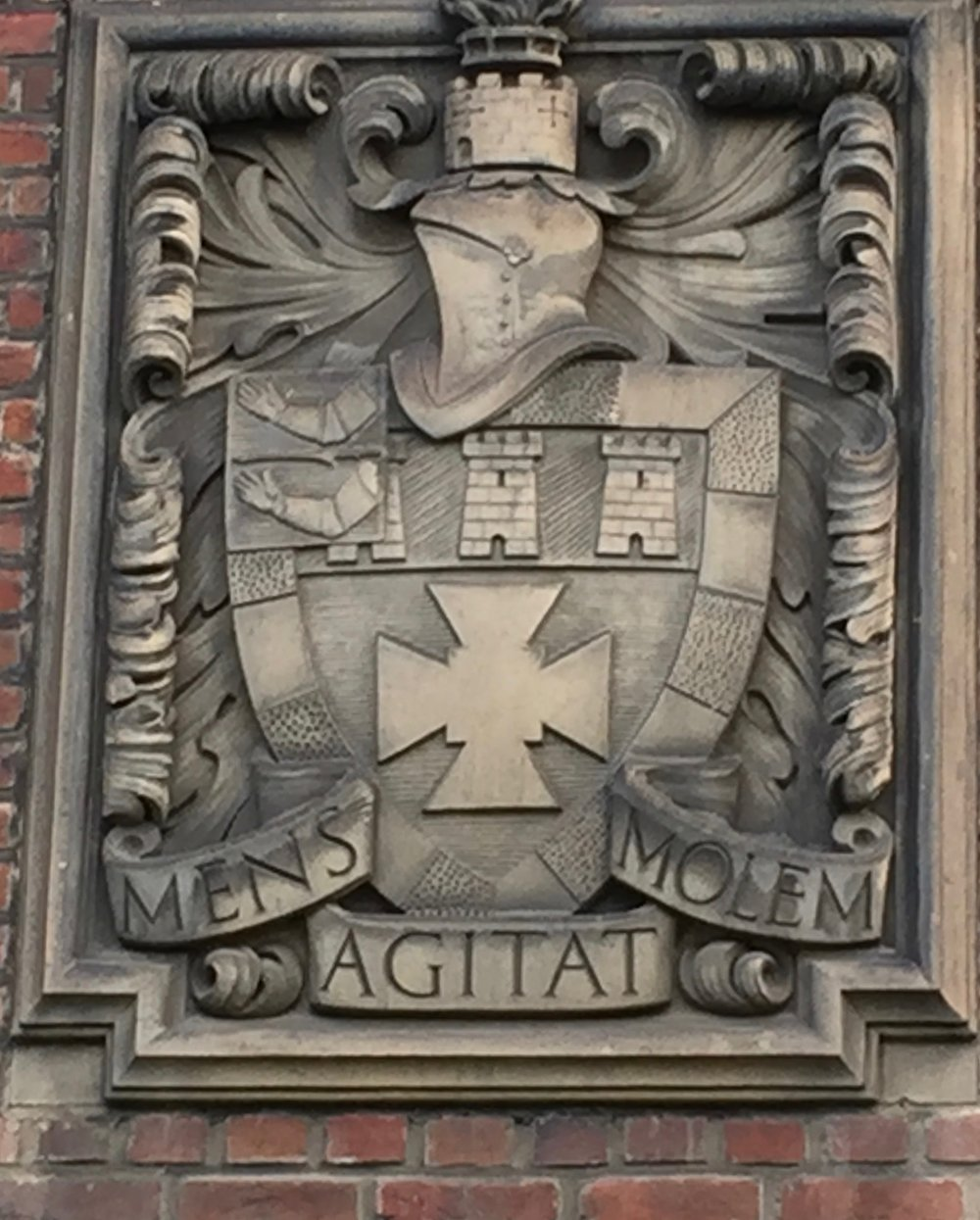 The Newcastle University motto on the Bedson Building. Photograph by R. Hammersley.