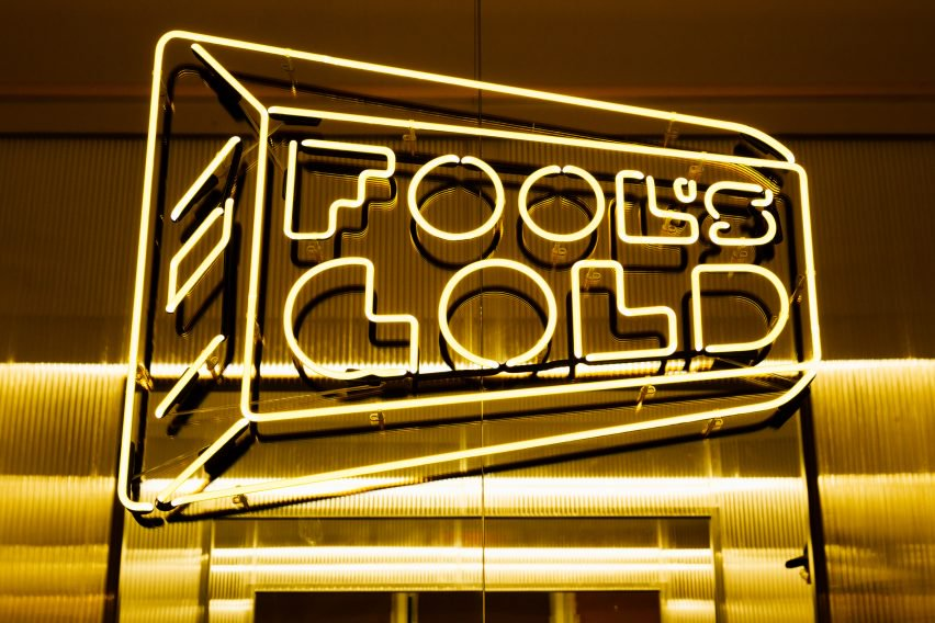 fools-gold-147-grand-st-the-principals-and-family-interiors-fashion_dezeen_2364_col_4-852x568.jpg
