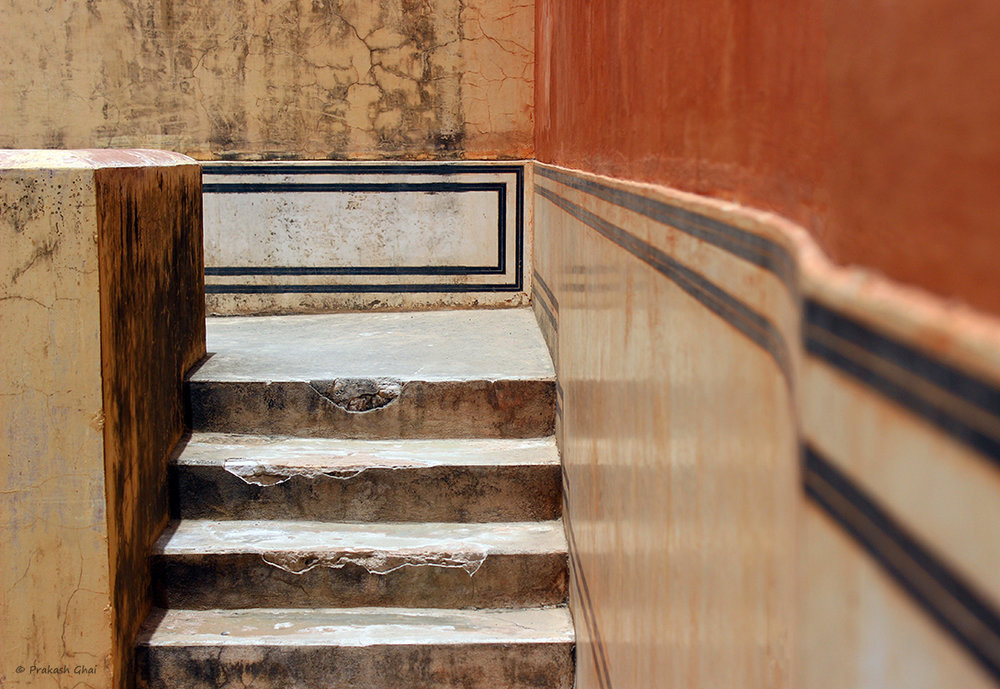 staircase-minimal-minimalism-stairs-lines-steps-hawamahaljaipur-photography.jpg