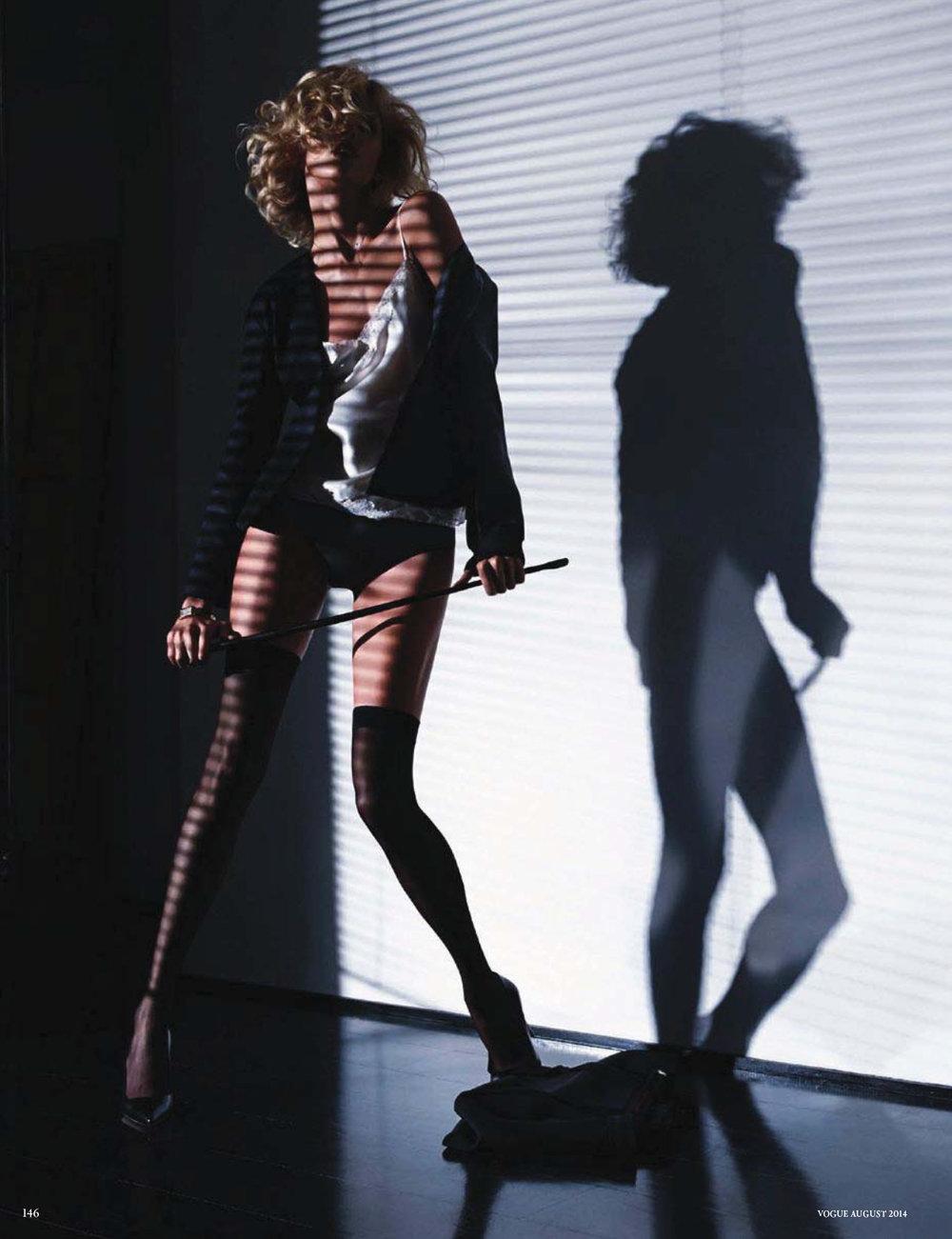Anja-Rubik-Passion-by-Camilla-Akrans-For-Vogue-Germany-18.jpg