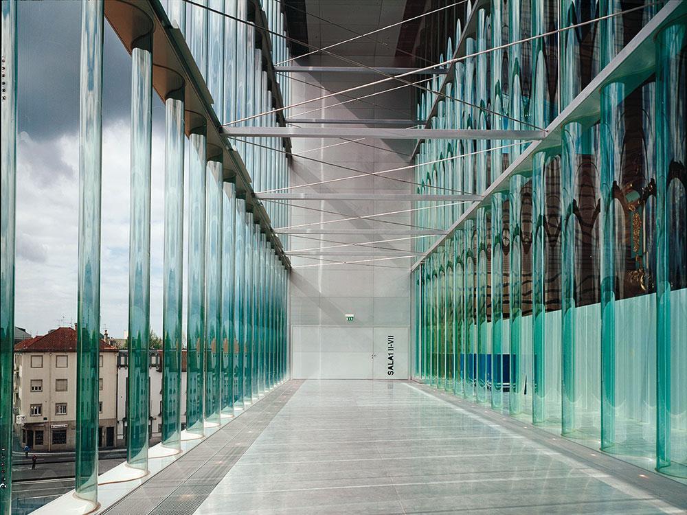 DET-2018-5-78-Tech-Glas-in-Wellen-in-der-Architektur-von-OMA-1.jpg