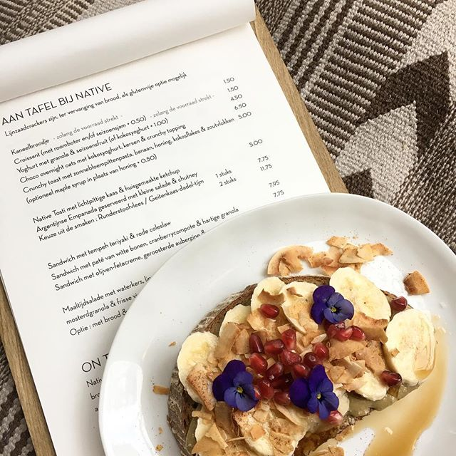 Hebben jullie ons nieuwe menukaart al geprobeerd!? ✨  #nativehaarlem #whitelabelcoffee #devijfhoek #plantpower #healthy #goodfood #haarlem #newmenu #eattherainbow #crunchytoast #lunchtime