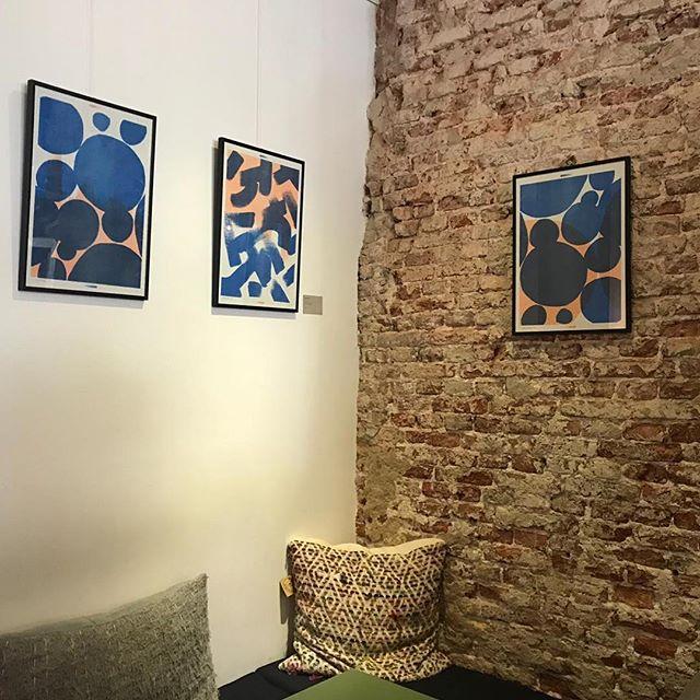 """Heb je onze nieuwe waanzinnige collectie kunst van @marijepasman al zien hangen bij Native? """"Ik ben een maker en hou van echt. Mooie materialen, kleuren en ingrediënten zijn voor mij eindeloze inspiratiebronnen om nieuwe dingen te maken."""" #marijepasman #kunstenkoffie #roundroundgetaround"""