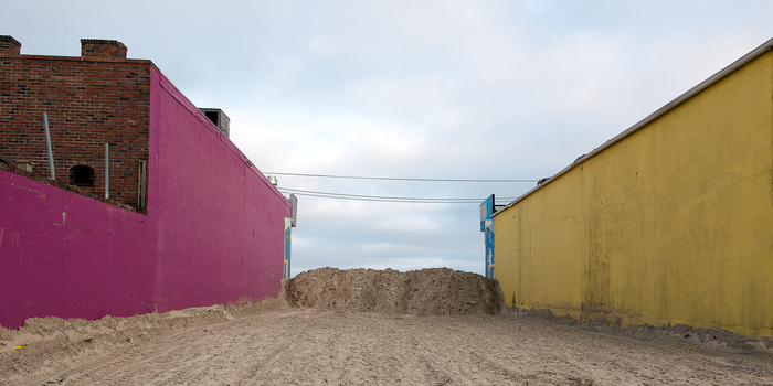 Amy Becker, Sand Barricade