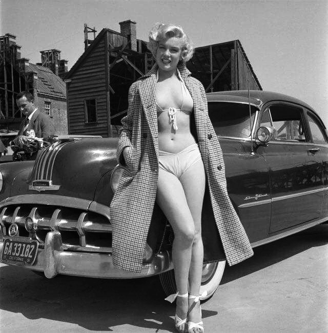 Marilyn Monroe posing with a 1950 Pontiac