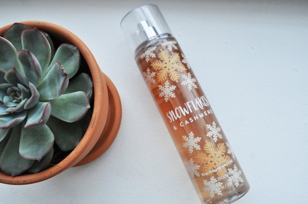 Bath and Body Works Fragrance Mist in Snowflakes & Cashmere